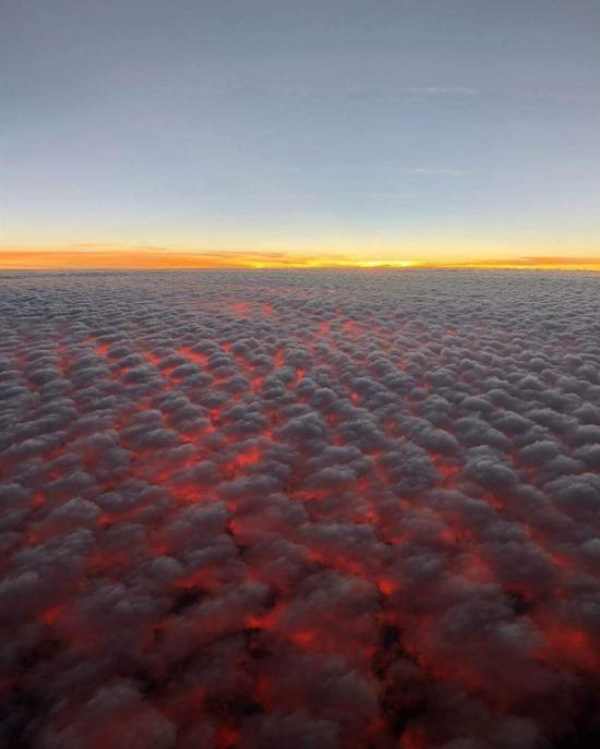 California'daki orman yangınının bulutlara yansıması