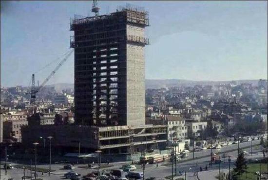 Türkiye'nin ilk gökdeleni (Kızılay Emek İşhanı). Ankara 1959