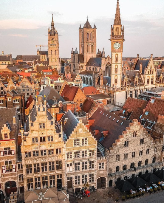 Belçika'nın Gent şehri ve köşeli binaları