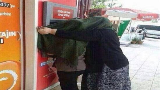 ATM'den para çekmenin eziyete dönüştüğü 15 durum