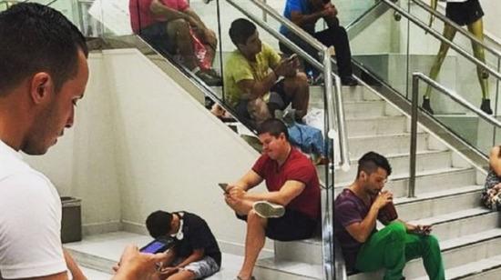 Kadınlarla alışveriş yaparken peygamber sabrına ermiş 10 erkek