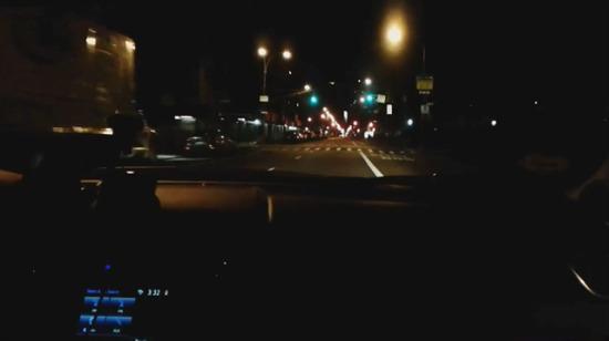 New York caddelerinde peş peşe tam 240 yeşil ışıktan geçen adam!
