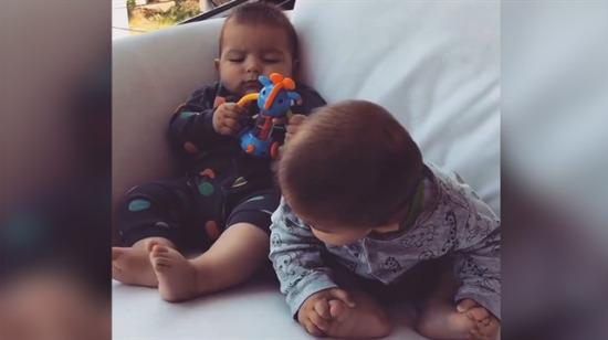 İkizinin ayağını kendi ayağıyla karıştıran bebeğin dramı