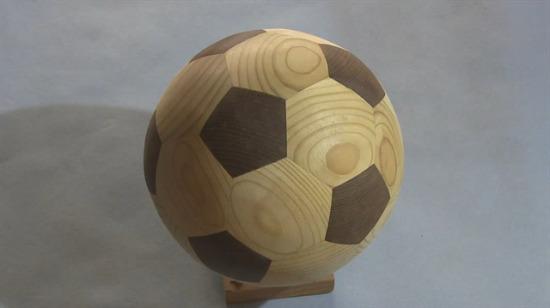Oynamaya kıyamayacağınız tahtadan futbol topu yapımı