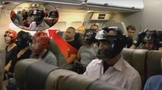 Yolcusunu döven United Airlines'a zeka dolu protesto: Mizah yine ayar verdi