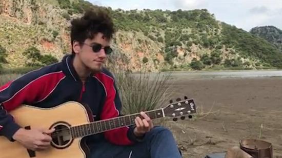 Sokak müzisyeni Evrencan Gündüz'den: Bulutlar gidin!