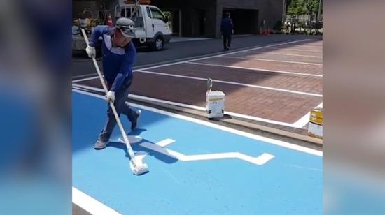 Üstün yetenekli adam tekerlekli sandalye işaretini böyle çizdi