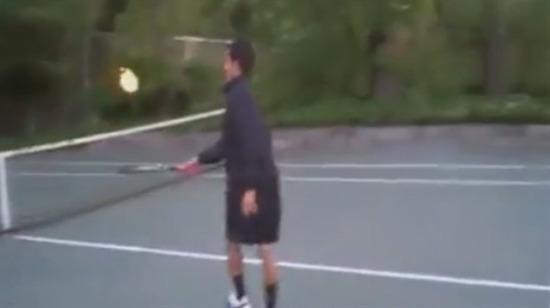 Ateş topuyla tenis oynamak