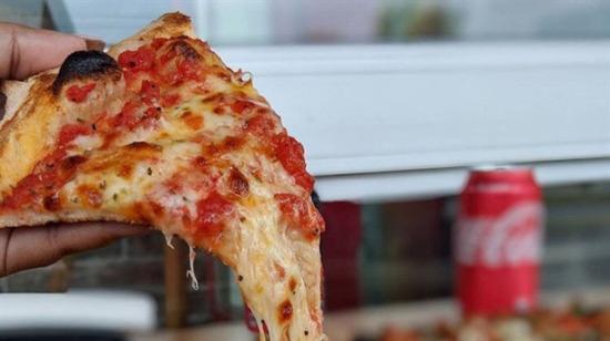 Domates soslu pizza