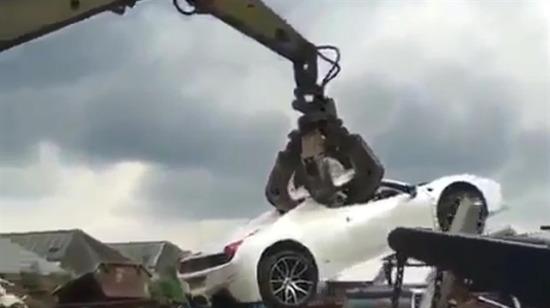Arabalara yapılan bu zulme dur de!