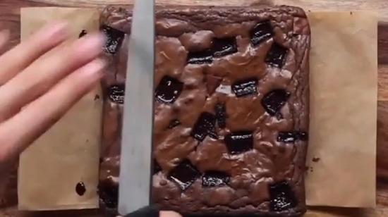 Akışkan çikolatalı kek