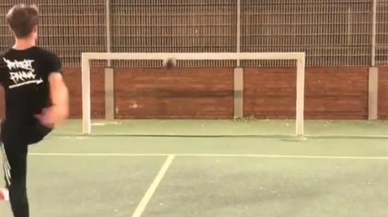 Tenisten de iki hareket yapsaydın reis