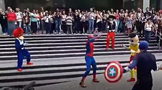 Mahallenizin dostu Örümcek Adam