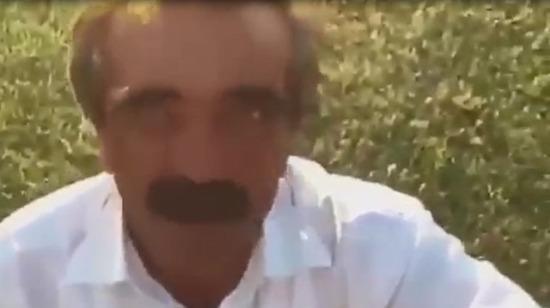 Martı gülüşlü adam