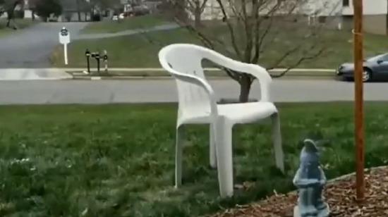 Çok mevsimler geçirmiş sandalye