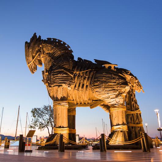 4 Ocak tarihte bugün: 1976 Truva Atı inşa edildi