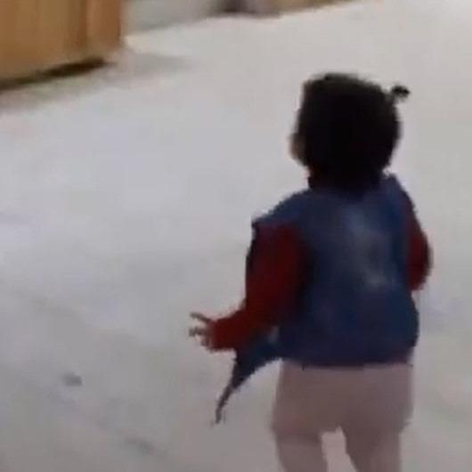 Mahmut Tuncer çocuğun yanağını sıktıktan 5 dakika sonra