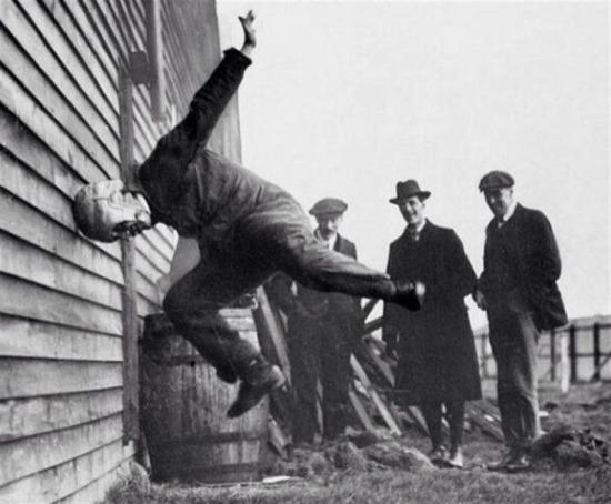 Futbol kasklarının test edilmesi, 1912