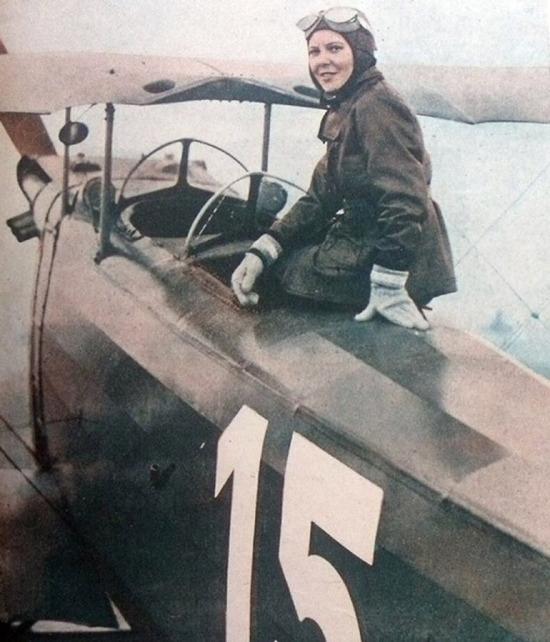 Dünyanın ilk kadın savaş pilotu Sabiha Gökçen, 1937