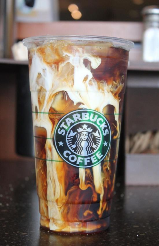 Starbucks'ın gizli lezzetlerinden ''Beyaz çikolata şuruplu ve buzlu espresso''
