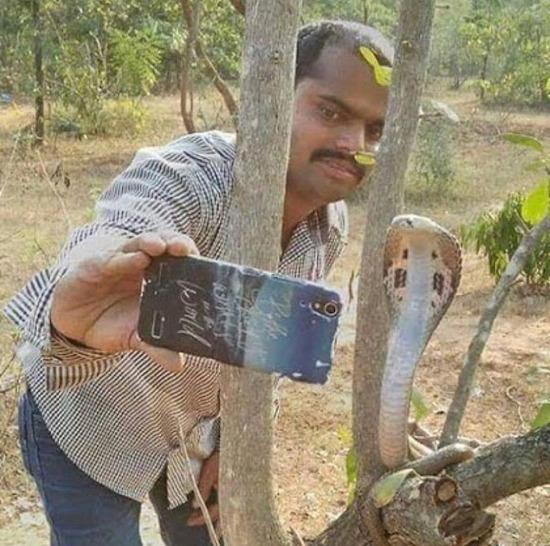 Eski arkadaşlarımla çektirdiğim selfielerden biri