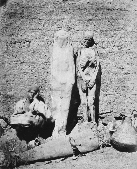 Sokakta satılan mumyalar… Mısır, 1875 yılı