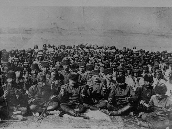 I. Dünya Savaşı esnasında cephede dua eden Türk askerleri