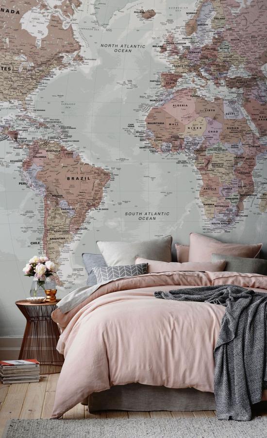 Dünya turu hayalini duvara yansıtmak...