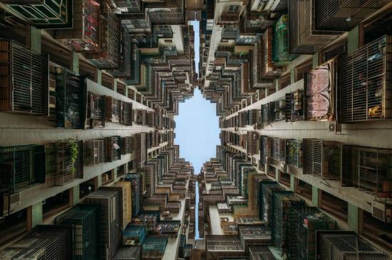 Çin'de bir apartman boşluğunun baş döndürücü görüntüsü
