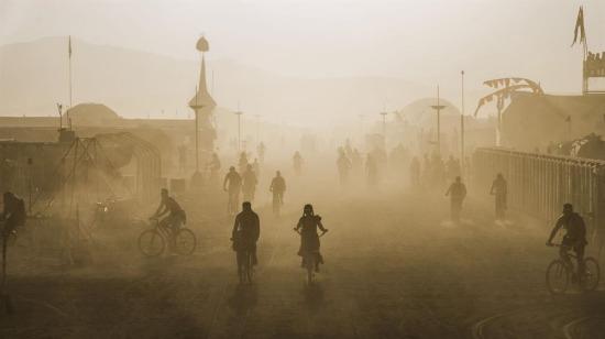 Burning Man Festivali'nde tozlu sokaklar