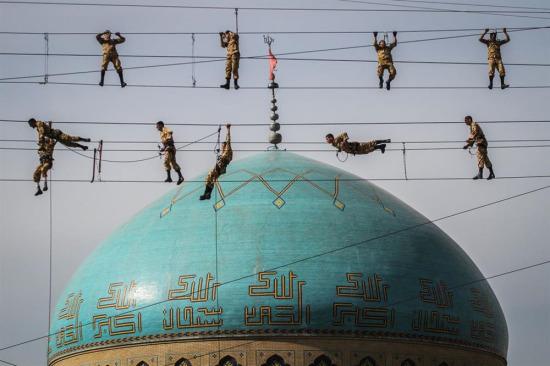 İranlı askerlerin tatbikat çalışması