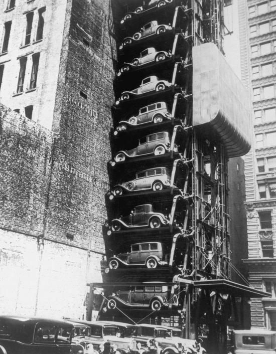İkonik Ford Model T'nin Chicago'daki asansör garajı, 1936 yılı