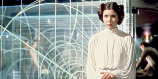 """""""İnsanlar da aynı kumlar gibidir. Onları ne kadar çok sıkarsan, o kadar fazlası avucunun içinden kayıp gider."""" Star Wars"""