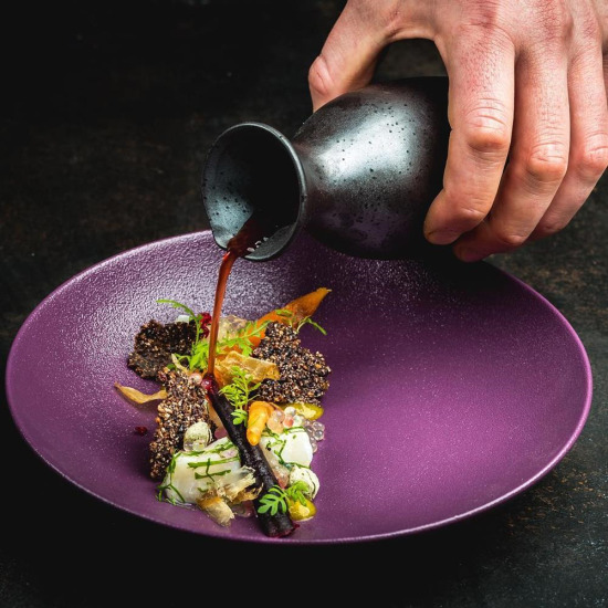 Soğan özü kremi, ahududu suyu ve çeşitli bitkilerden oluşan bir Asya yemeği