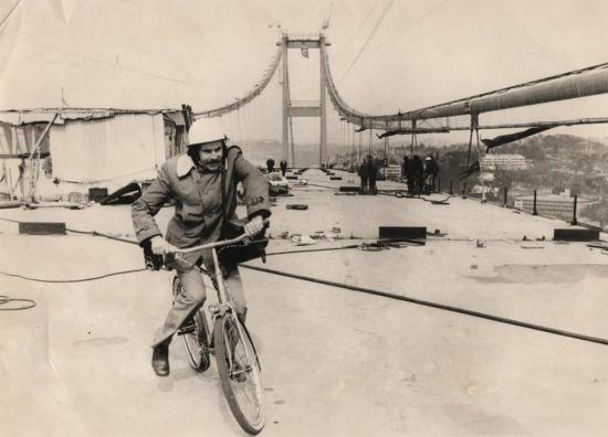 Boğaz Köprüsü'nden ilk kez bisiklet ile geçen kişi olarak kayıtlara geçen, Muammer Tuncer,  1973 yılı