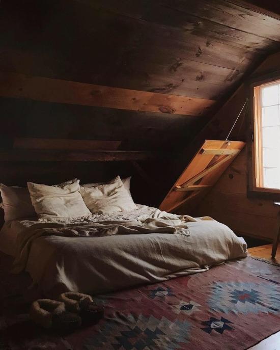 Çatı katı yatak odası tasarımı