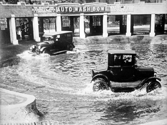 Chicago'da bir araba yıkama merkezi, ne kadar da pratik, 1924 yılı