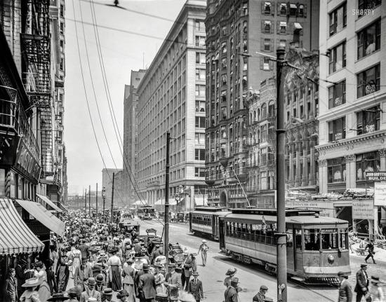 Devlet Caddesi üzerinde yoğun kalabalık, Chicago, 1912