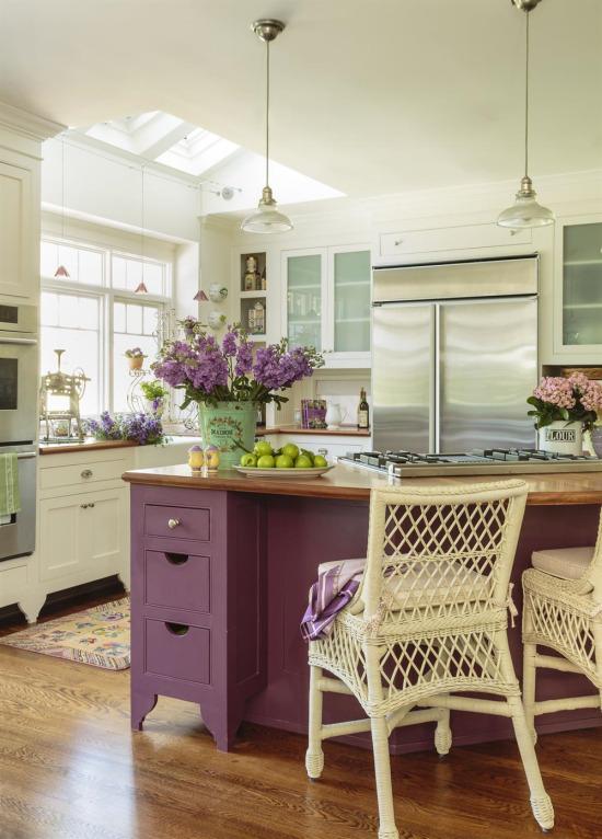 Mutfakta mor ve yeşil rengin bir arada kullanılması