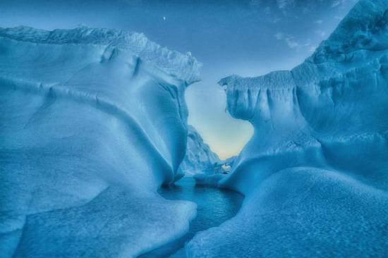 Antartika'daki devasa buz dağı