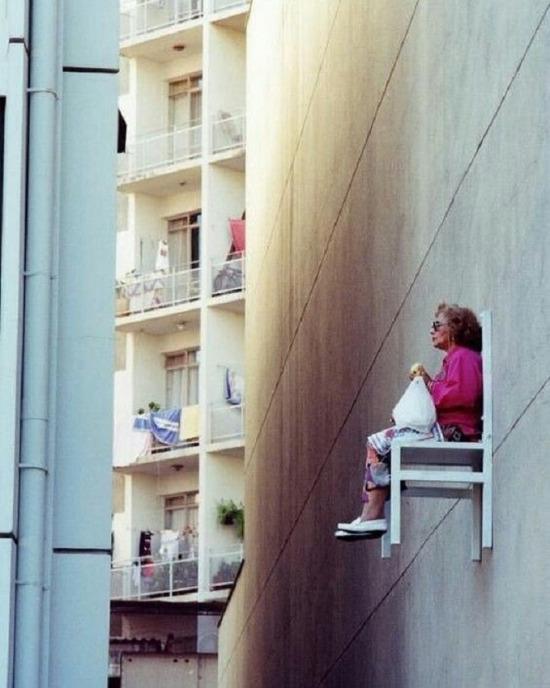 Mahalleyi en çok gören yerde böyle oturup çekirdek çitlemek