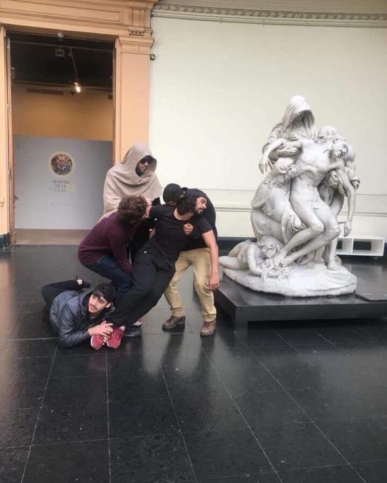 Öğrenciler sanatsal çalışıyor