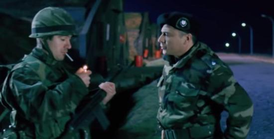 -Asker napıyorsun orada sigara mı içiyorsun?  +Yok daha yakmadım komutanım