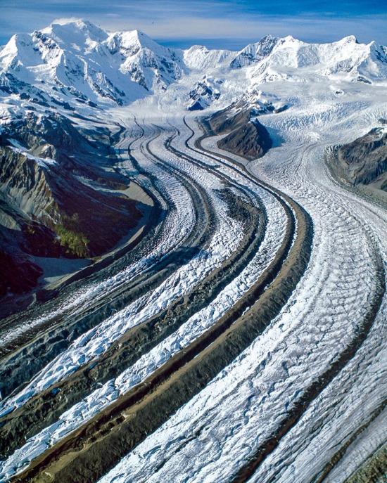 Alaska ve Kanada arasındaki sınırda bulunan St. Elias Dağları