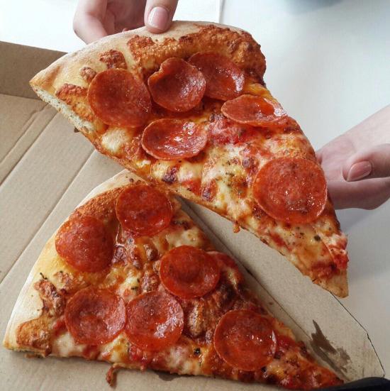 Bol sucuklu pizza