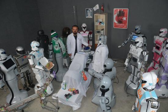 Ülkemin robotu bile hasta ziyaretine eli boş gitmiyor
