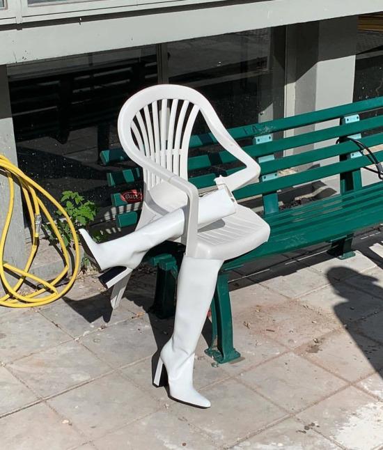 Balenciaga'nın yeni kreasyonu: Doblosu olan enişte