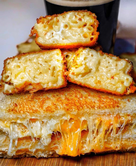 Kızarmış peynir ve makarnanın düeti