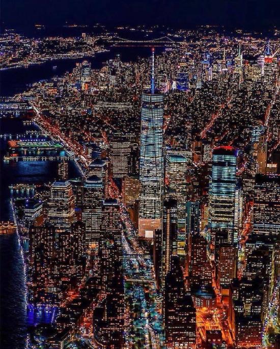 Manhattan yarımadası ve gece ışıkları