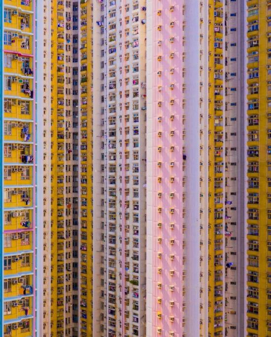 Hong Kong'daki rengarenk apartman kulesi